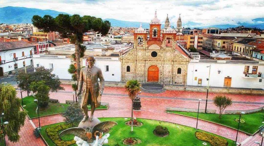 RIOBAMBA-el-parque-Maldonado-y-la-Catedral